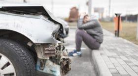 Une vidéo impressionnante d'un accident avec une voiture en délit de fuite