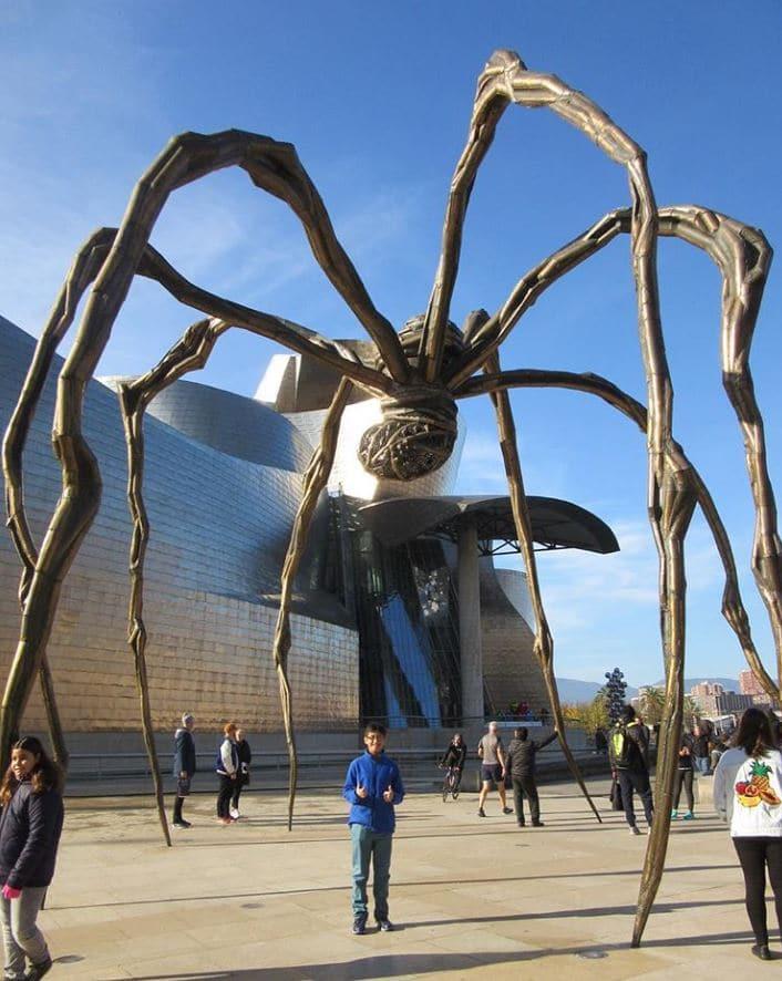 sculpture araignée