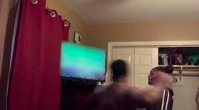 coup de poing télé match perdu