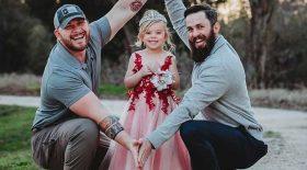 deux papas ont une fille