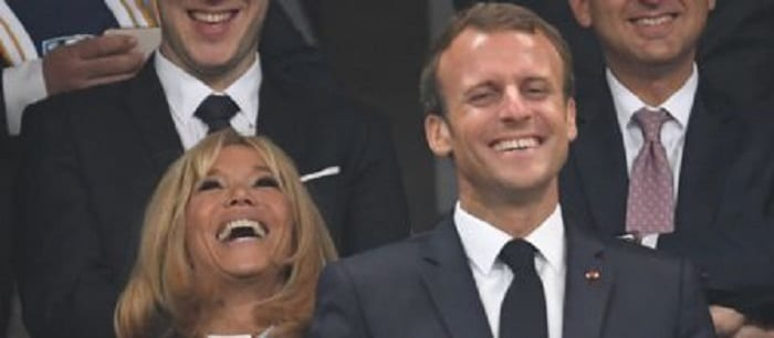 emmanuel-macron-immitation-rire-proches-nouvel-an
