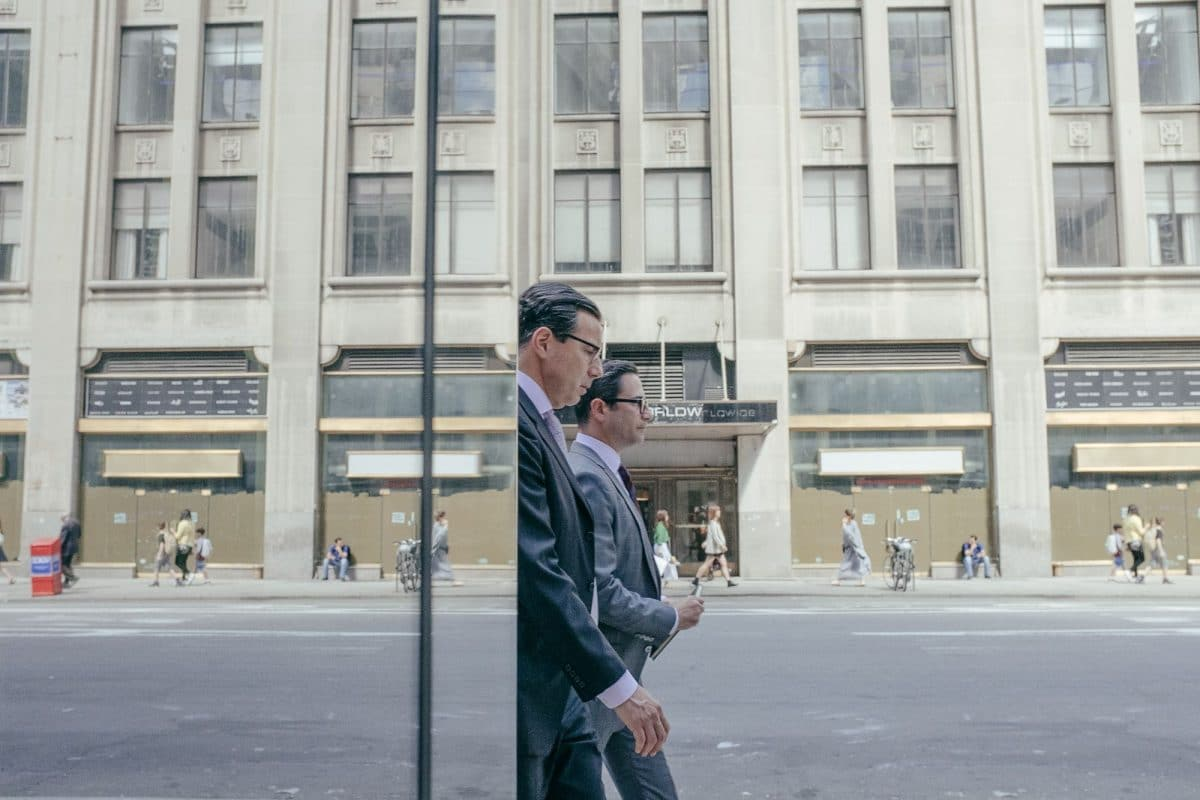 Ce photographe capture des illusions d'optiques à New York Photos-new-york-coincidences-3-1200x800
