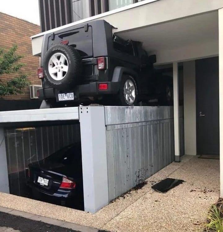 jeep écrasé garage