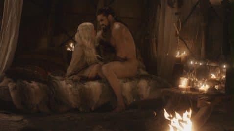 Emilia Clarke impressionnée par l'engin de Jason Momoa