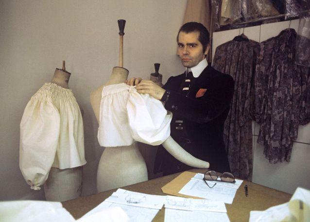 Karl-Lagerfeld-dans-ses-studios-en-1979