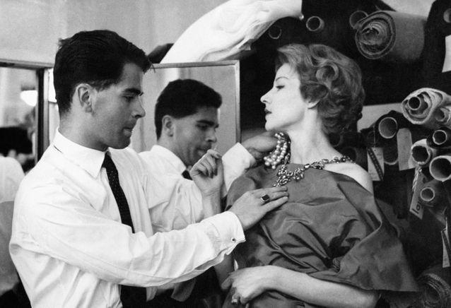 Karl-Lagerfeld-styliste-de-mode-chez-Jean-Patou-en-1958
