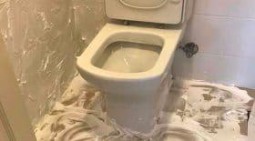 mousse à raser débarrasser odeurs urine toilettes