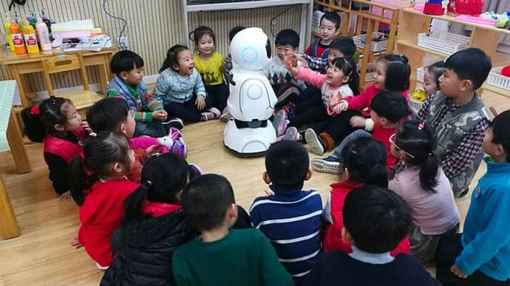 instituteur école maternelle robot chine