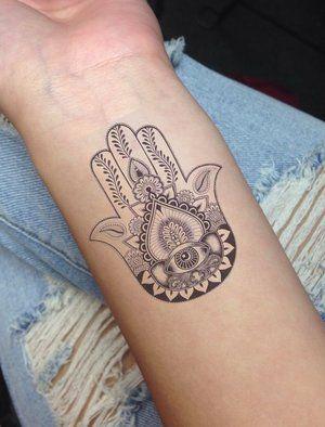 Signification des tatouages : La main de Fatma