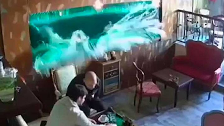 aquarium qui explose dans un café