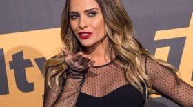 Clara Morgane prend la pose sexy pour son cabaret