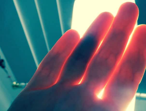 doigts-transparents-lumiere