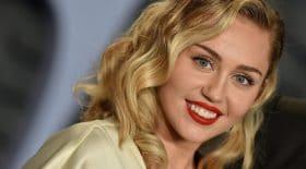 Miley Cyrus nue pour profiter du soleil