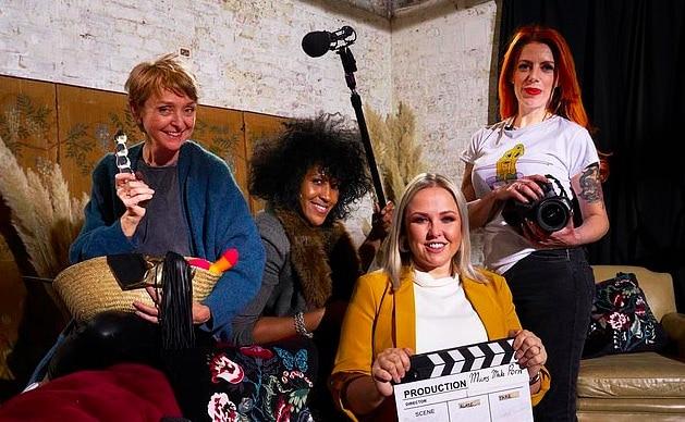 Royaume-Uni : cinq mères vont produire un porno pour ados pour une chaîne de télé