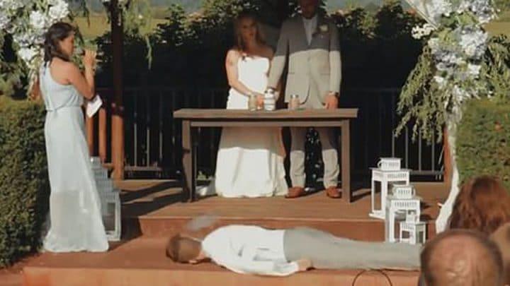 témoin du mariage s'effondre tête la première