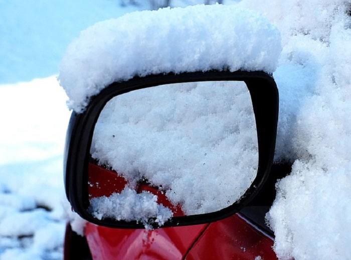 voiture-bloqué-neige-chien-survit-détail-réussit