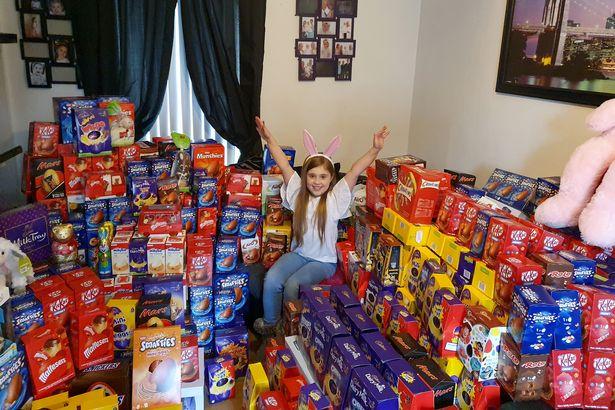 Cette fillette rassemble 650 oeufs de Pâques pour les enfants hospitalisés