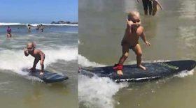 bébé fait du surf vague