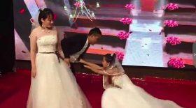 ex débarque en robe de mariée mariage