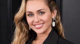 Miley Cyrus se fait tatouer une feuille de cannabis