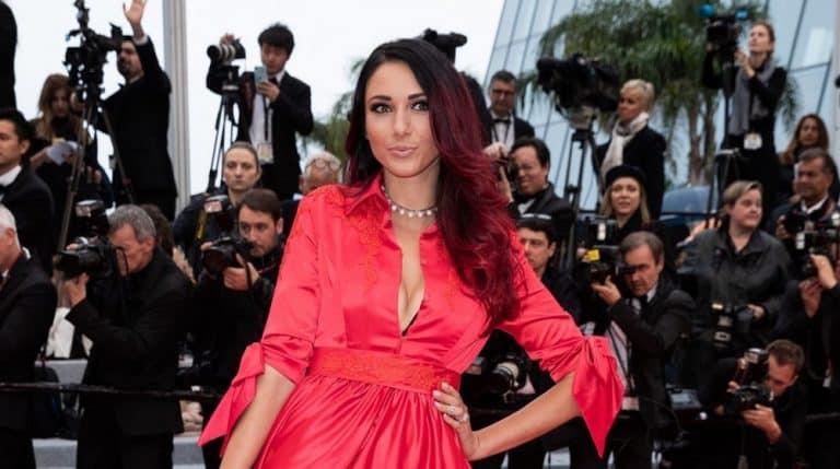 Delphine Wespiser : petit accident de lingerie sur le tapis rouge du festival de Cannes