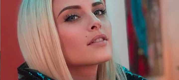 Kelly Vedovelli balance une info de taille sur sa vie amoureuse…