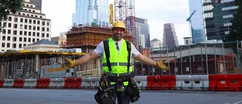 Un agent de construction devient un influenceur star sur Instagram