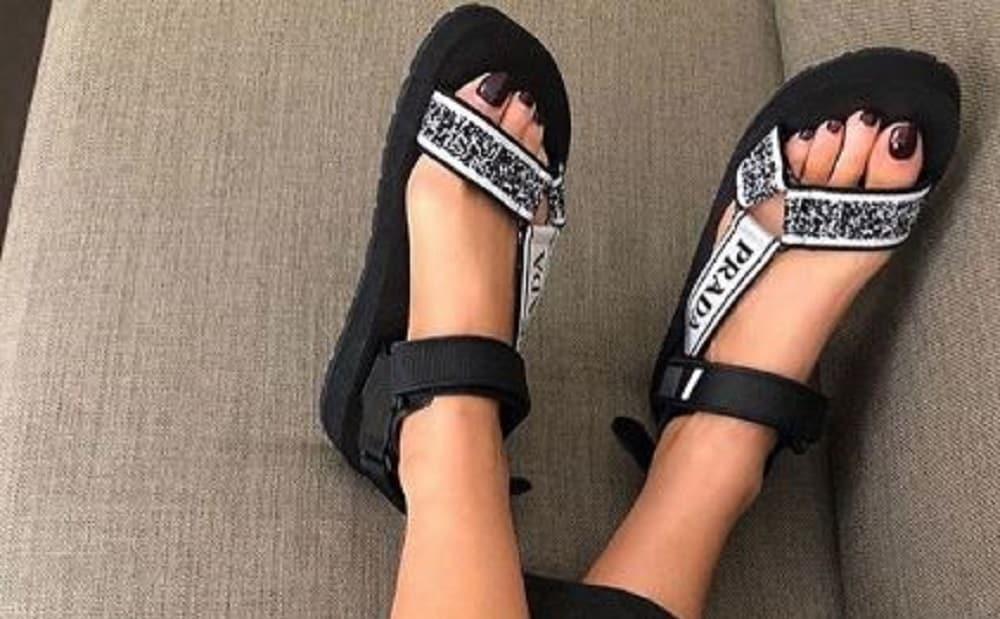Alerte tendance : Les 'dad sandals' reviennent à la mode pour cet été