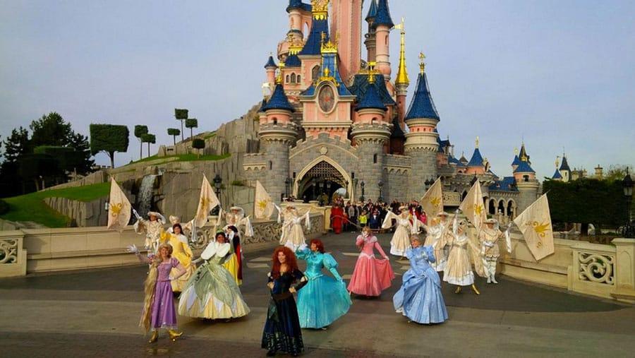 Disneyland Paris recrute des princes et des princesses : Correspondez-vous  aux critères ?