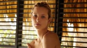 ilona-smet-une-photo-topless-est-en-petite-culotte-qui-va-rendre-david-hallyday-completement-fou