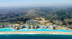 Découvrez la plus grande piscine du monde