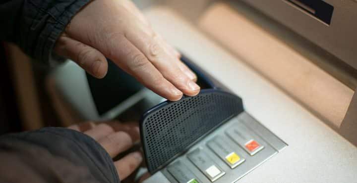 lozere-un-faux-policier-a-mis-en-place-une-vaste-escroquerie-pour-arnaquer-les-particuliers-avec-des-cartes-dematerialisees