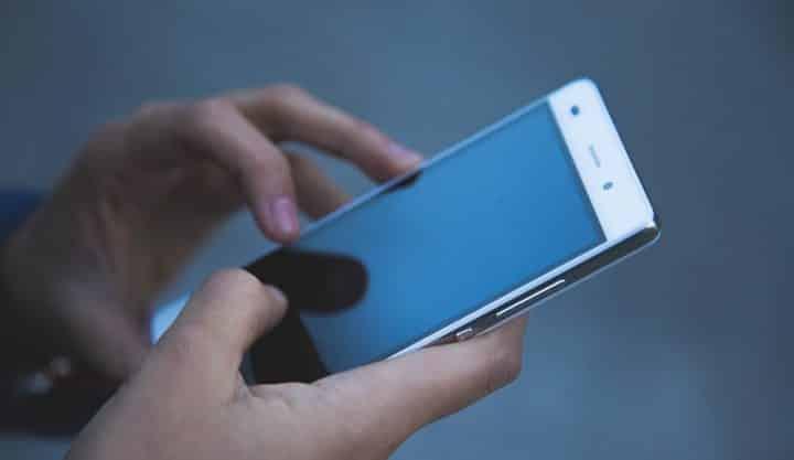 Macabre ! La police découvre la vidéo du meurtre d'une femme dans un smartphone perdu