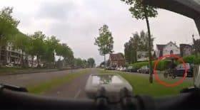 un-motard-insulte-un-cycliste-et-se-fait-punir-par-le-karma