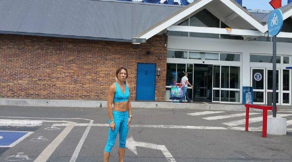 Dans ce supermarché, la tenue de cette jeune femme est jugée inappropriée ! Jugez par vous-même…