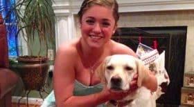 Jeune fille et sa chienne sourdes
