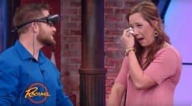Un malvoyant découvre pour la première fois sa petite amie