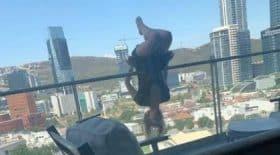 elle-tente-une-figure-de-yoga-sur-son-balcon-et-chute-de-25-m