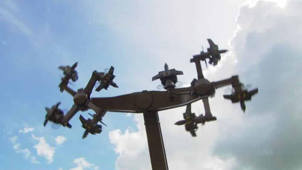 Un manège en forme de croix gammée démonté dans une foire en Allemagne
