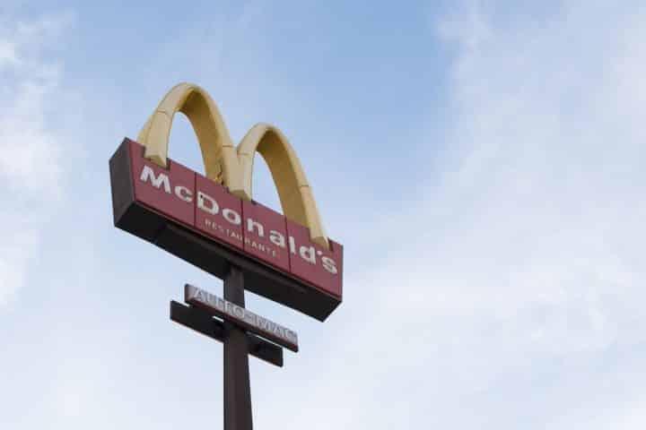 Essonne: elle tombe sur un pansement usagé collé à son cheeseburger