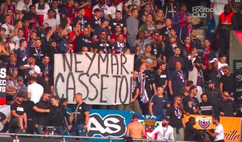 «Fils de pute» , «Casse-toi» , «Dégage» : Neymar copieusement insulté par des supporters du PSG pour la reprise