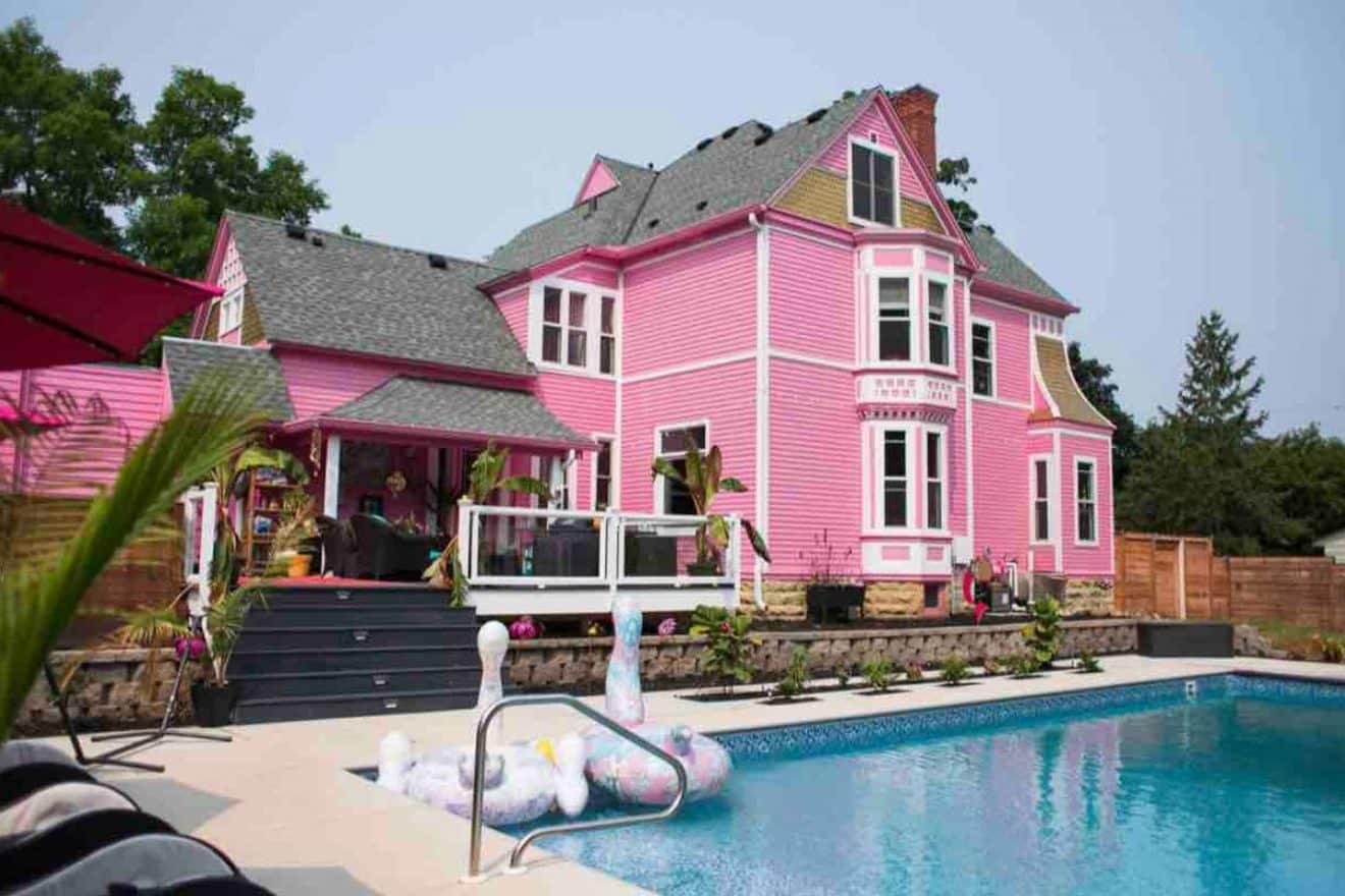 Une maison toute rose en location sur Airbnb pour seulement 59€ : visitez l'intérieur encore plus girly