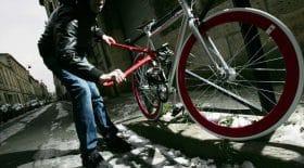 Il vole un vélo à sa voisine