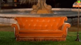 Le canapé de la célèbre série en exposition à Paris