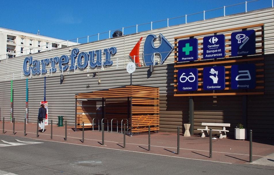 Licencié, le patron d'un Carrefour faisait baisser les prix lorsque sa femme passait en caisse