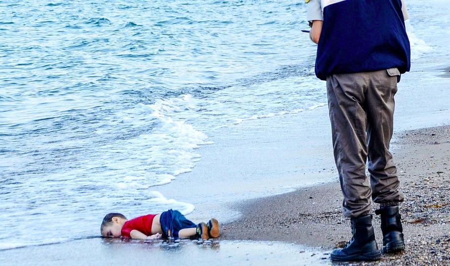 Le père d'Aylan Kurdi évoque le drame de la noyade de son fils, un récit insoutenable