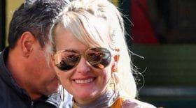 La veuve de Johnny Hallyday dévoile ses gambettes