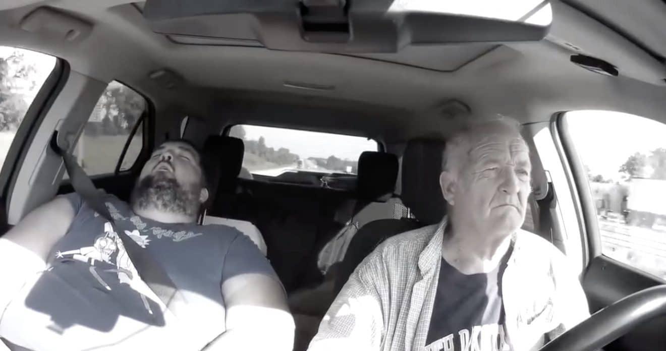 Un papy s'endort au volant et fait preuve d'une incroyable mauvaise foi ! (Vidéo)