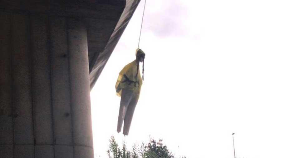 Un mannequin à l'effigie de Greta Thunberg pendu sous un pont à Rome