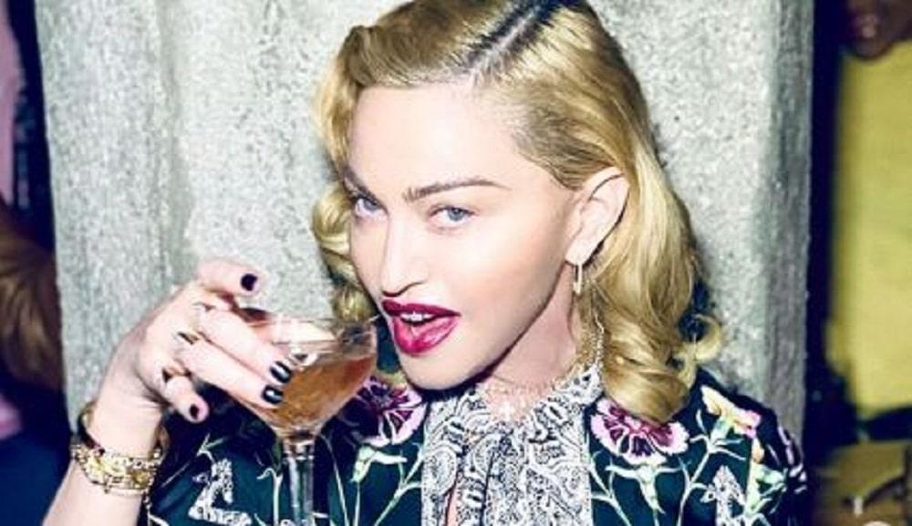 Madonna révèle boire sa propre urine après ses concerts pour se sentir bien !